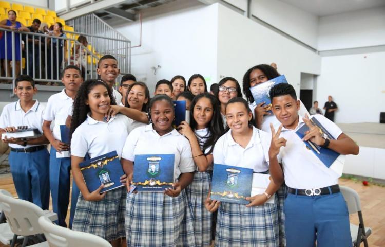 Varela en la primera graduación del Centro Bilingüe Padre Fernando Guardia Jaén