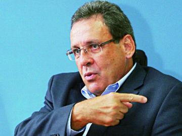 El director de Aduanas, otro que 'saltó del barco'