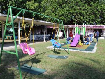 Inauguran parque infantil en el CEFERE