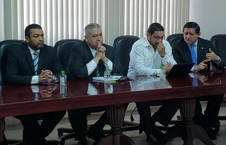 Candidato del FAD intercambia ideas con el CNA por la Constituyente