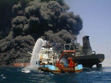 Buque de bandera panameña con 3.500 autos de Nissan se incendiaen el Pacífico