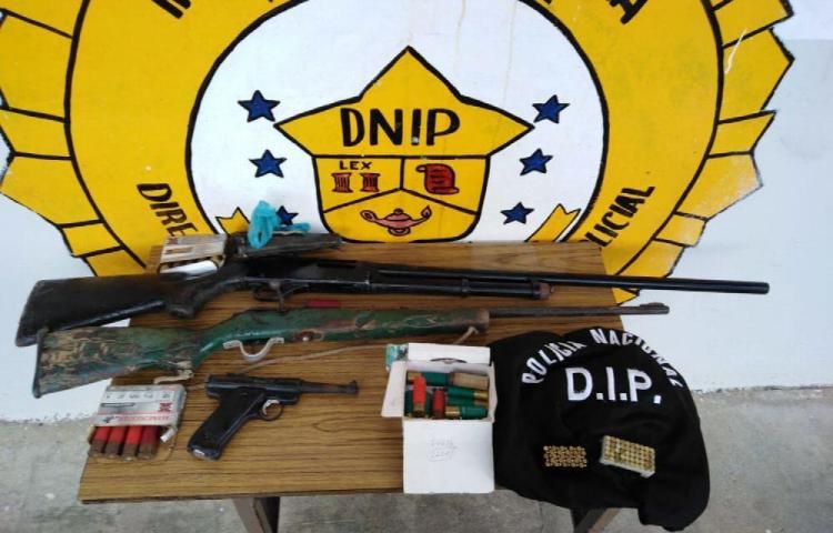 Tenía escopeta, rifle y una pistola sin permiso en casa