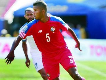 Dos veteranos jugadores sin club destacan en renovada lista de Panamá