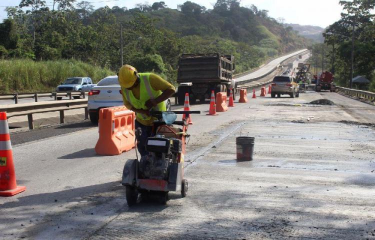Suspenden trabajos en la vía al puente Centenario