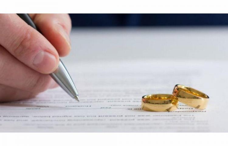 Se divorcian a los 3 minutos de casados