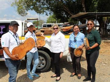 Programa de reforestación de La Joyita recibe insumos de Miambiente