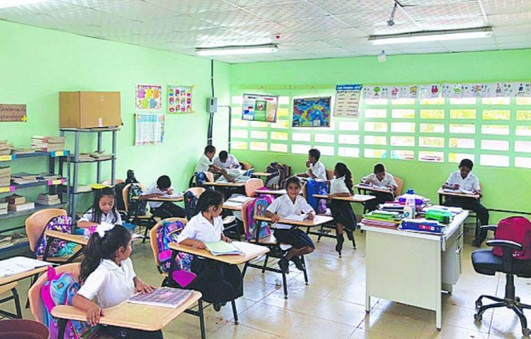 Contratistas dejan escuelas a medias