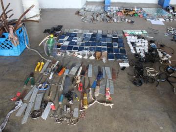 Reclusos escondían drogas, celulares y bebidas fermentadas en Colón