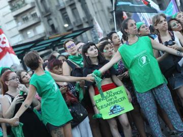 """El """"imparable"""" reclamo por el aborto legal vuelve a las calles argentinas"""