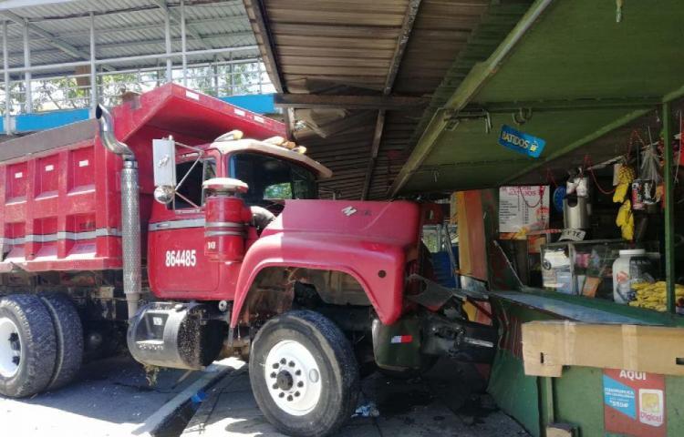 Propietarios de camión chifean daños por $3 mil