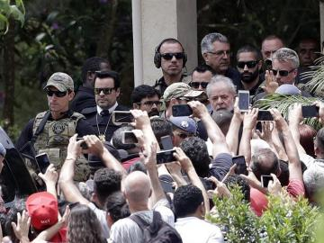 Lula abandona la prisión para ir al entierro de su nieto de 7 años
