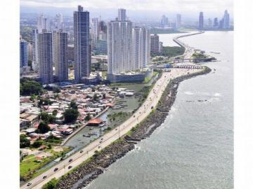 Una mujer fue rescatada tras lanzarse al tramo marino del Corredor Sur