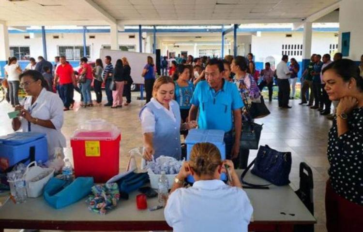 Vacunan a docentes de áreas apartadas