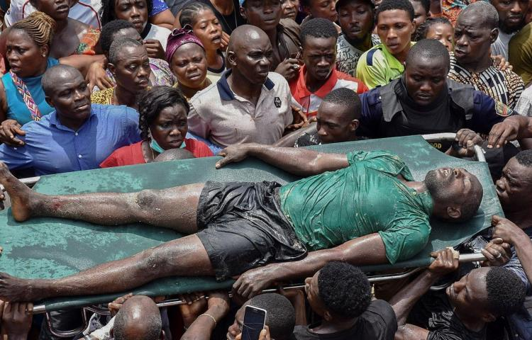 Acaba la labor de rescate de los niños atrapados tras un derrumbe en Nigeria