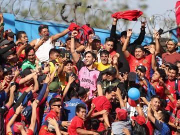 Idolatran a 'San Penedo' en Guatemala