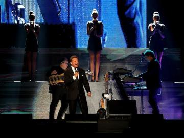 Luismi decepciona en Panamá por cantar poco y hacer pataletas en el escenario