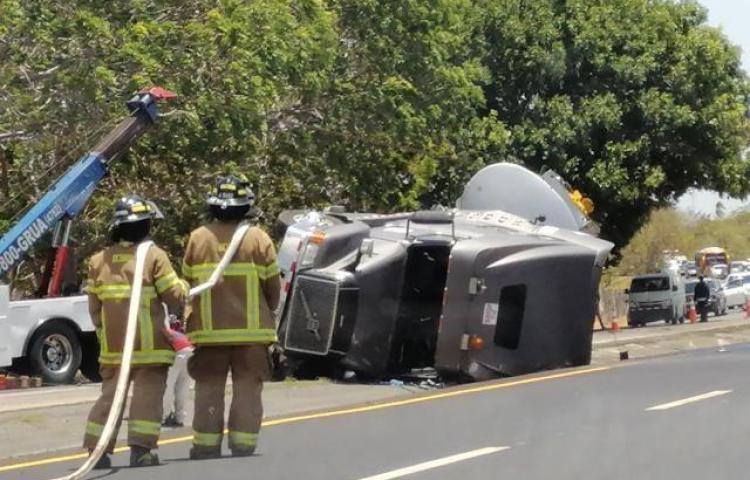 Vuelco de camión provoca tranque en el Interamericana