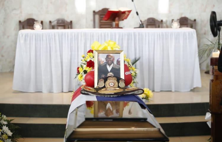 Familiares y amigos despiden a la leyenda y ex campeón del mundo 'Cieguito' Ríos