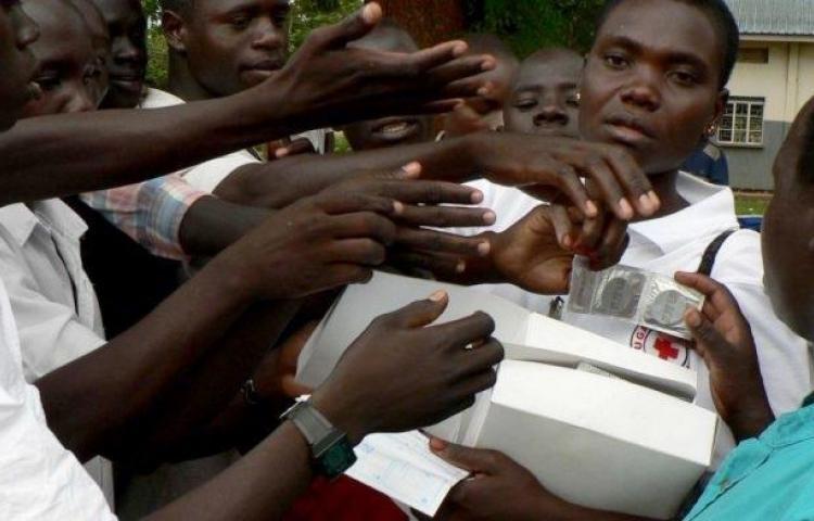 En Zimbabue reclaman que de China les envían condones muy pequeños