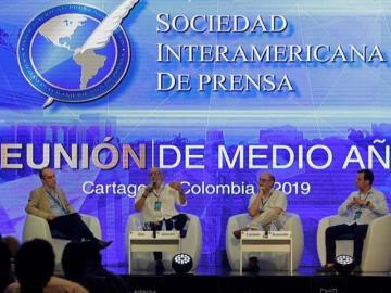 Periodismo debe ser refugio de información veraz y de calidad, dicen expertos