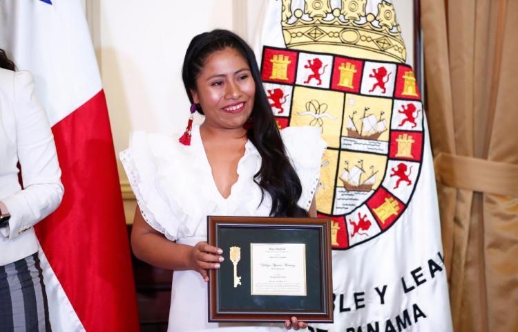 La actriz Yalitza Aparicio recibió la llave de la Ciudad de Panamá