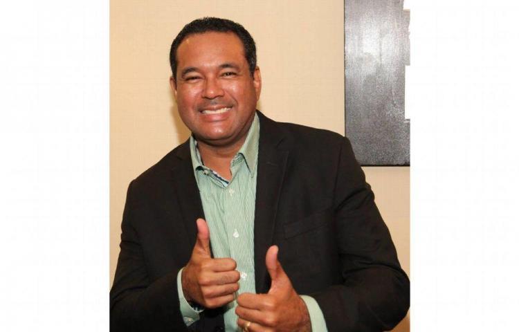 Tony Flores , ahora como invitado