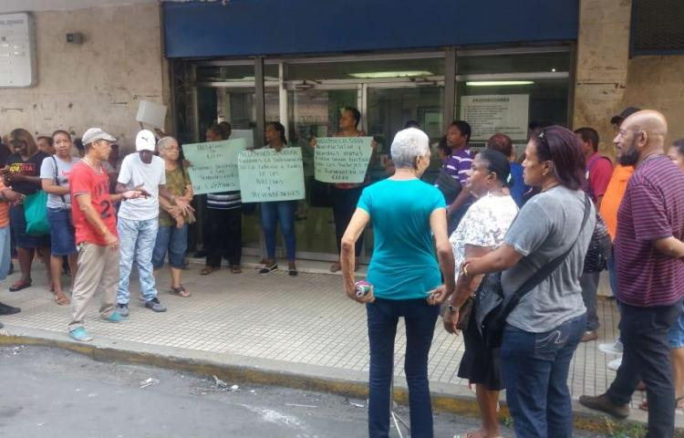 Billeteros protestan en Colón