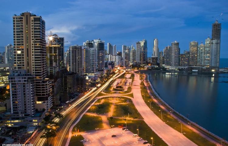 El próximo presidente de Panamá recibirá un país de altos ingresos y riesgos