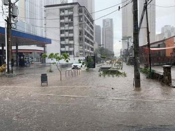 Con inundaciones inicia la temporada lluvias