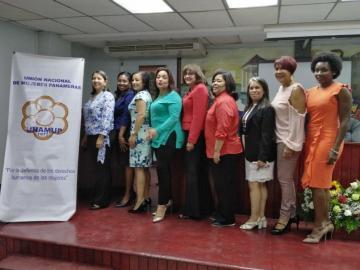 Mujeres discuten sobre avances y retrocesos