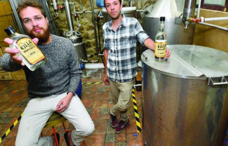 Bolivia presenta su primer whisky preparado a base de chicha