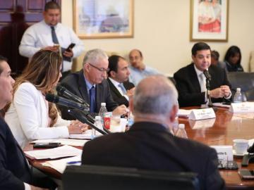 'Chello' suspende sesión para ratificar a Tapia