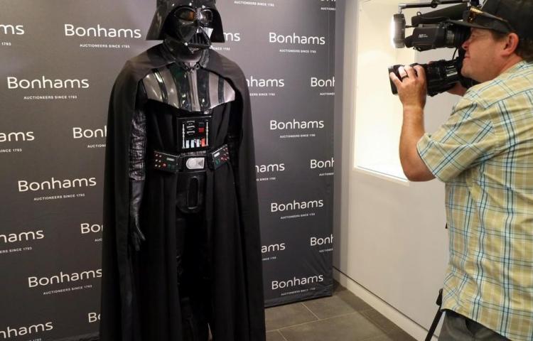 Subastan un traje de Darth Vader que podría alcanzar dos millones de dólares
