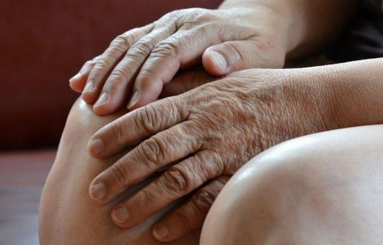 Abuelos a cuidarse de la artritis reumatoide
