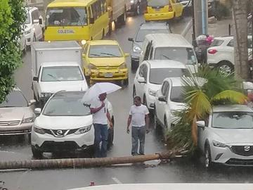 Fuerte lluvia azotó la capital