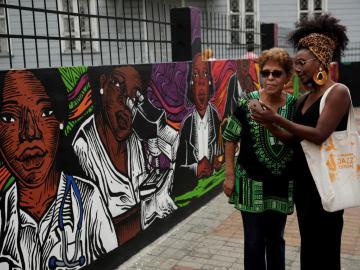 """""""Colores afro contra discriminación"""" narra un mural de historia en Panamá"""