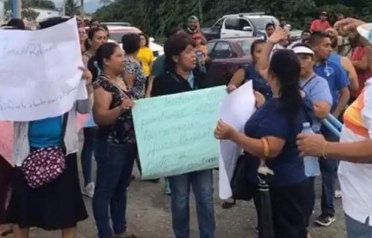 Por conflicto político en Bocas cerraron ayer Colegio de Almirante