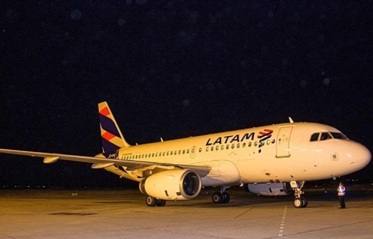 Evacuan avión en Perú por amenaza de bomba