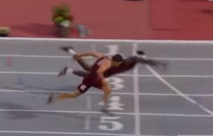 Corredor se lanza de clavado al estilo 'superman' para cruzar de primero la meta