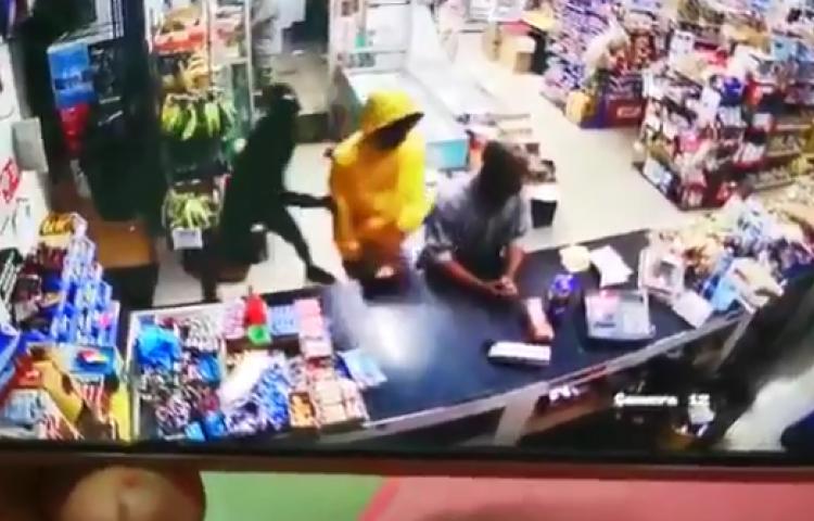 Asaltantes de tienda en La Chorrera son heridos por policía jubilado