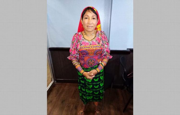 Ayarza abre el debate por vestimenta guna en la AN
