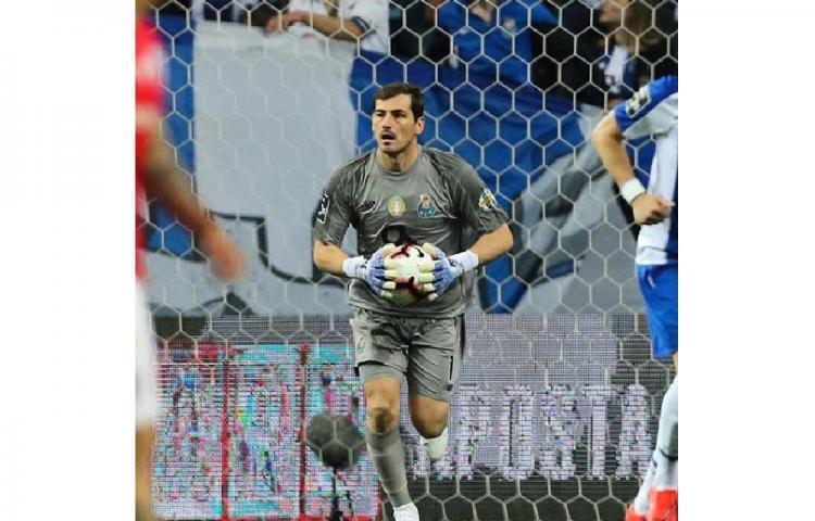 El Oporto asume la retirada de Iker Casillas y está buscando portero