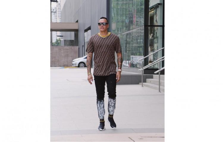 Se une a la moda Fendi: Blas Pérez talla'o por más de $1,300