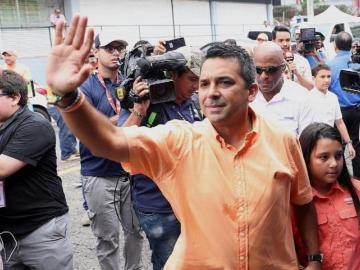 Ricardo Lombana, entre seguir o crear un partido