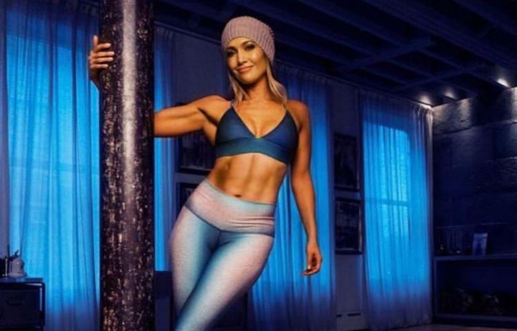 Jennifer López da lección de pole dance a sus 49 años