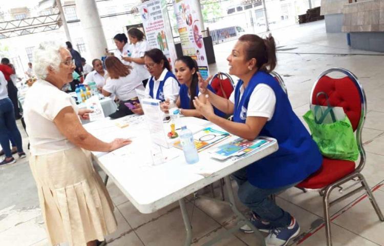 Enfermeras promueven la salud entre la población con ferias y otras actividades
