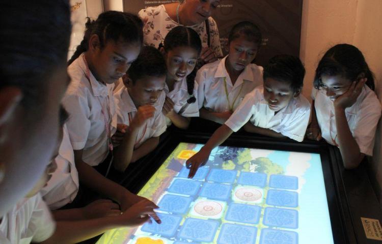 Estudiantes exploran historia y las riquezas