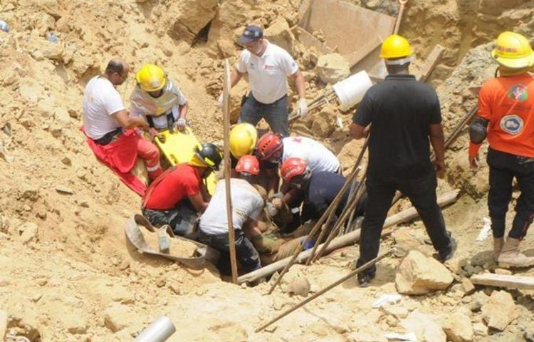 Tres muertos por derrumbe en área de construcción de hotel en R.Dominicana