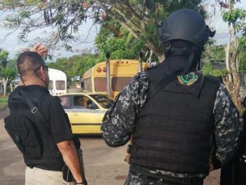 Capturan a 9 personas y decomisan un arma de fuego en operativo en La Chorrera