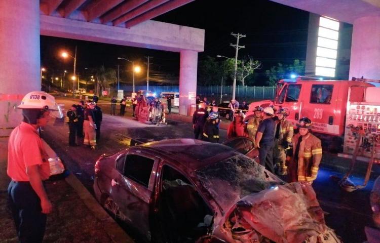 Cinco muertos y dos heridos en accidente frente a Los Pueblos